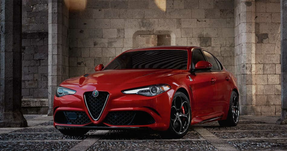 2017-Alfa-Romeo-Giulia-Quadrifoglio-Overview