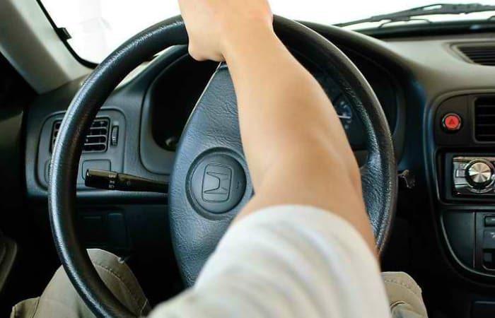 why-a-steering-wheel-clicks-when-turning